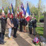 Recueillement devant la stèle des déportés, 24/04/16. Nouvelle République